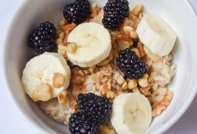 Oatmeal with Fruit and Nuts